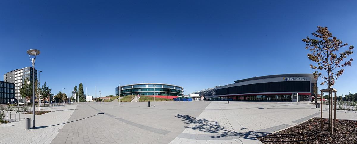 Panorama - EWE Arena und Neubau seitlich LzO Zentrale in Oldenburg - Fotograf Lukas Lehmann