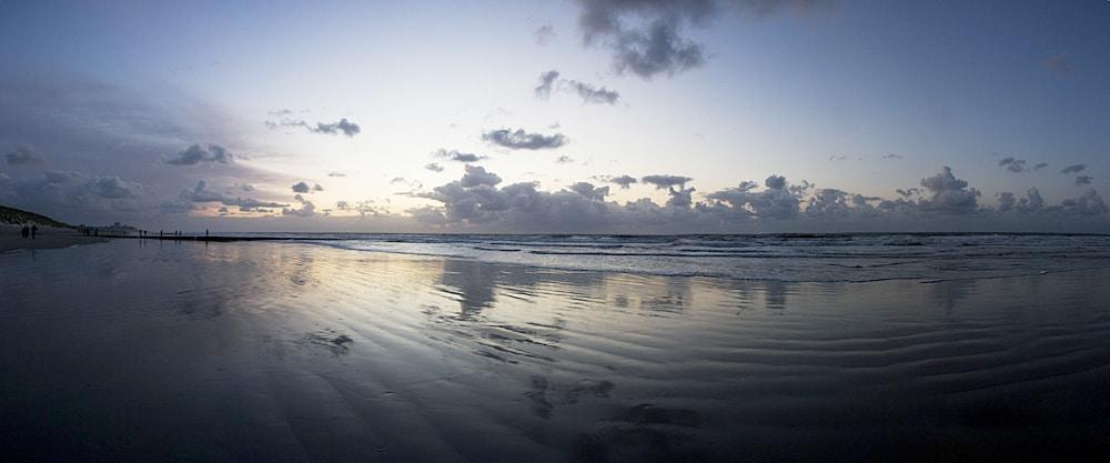 Panorama - Strand von der ostfriesischen Nordseeinsel Norderney bei Sonnenuntergang - Fotoworkshop - Fotograf Lukas Lehmann