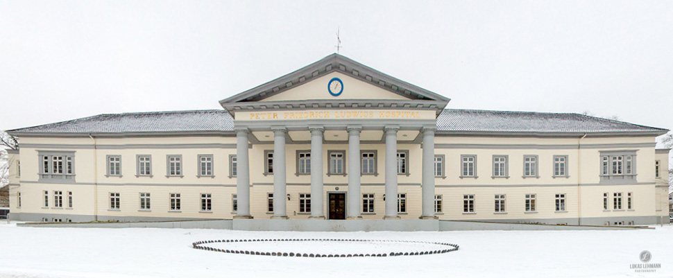 Panorama - Peter-Friedrich-Ludwig-Hospital PFL in Oldenburg bei Schnee - Fotograf Lukas Lehmann